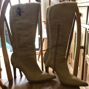 Light brow suede boots